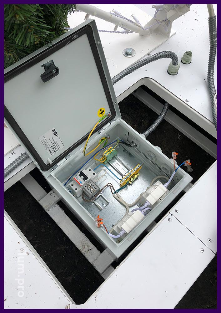 Шкаф электрический герметичный для новогодней иллюминации в основании арки