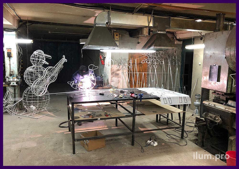 Производство новогодних световых фигур из металлического каркаса и гирлянд