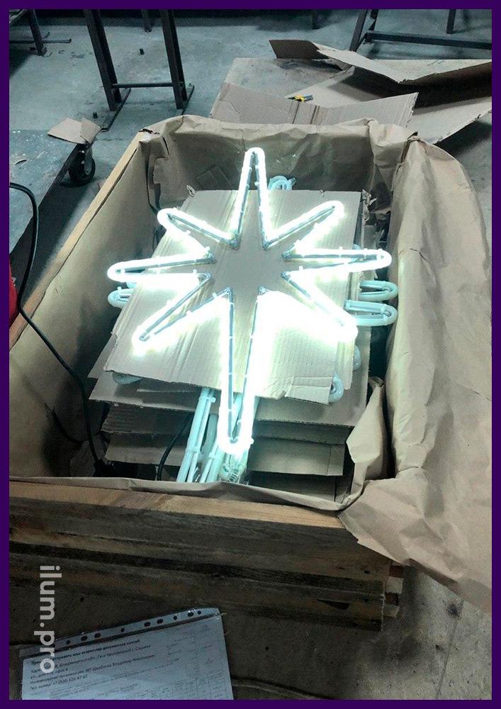 Упаковка светодиодных звёзд в деревянную коробку с картоном для доставки клиенту