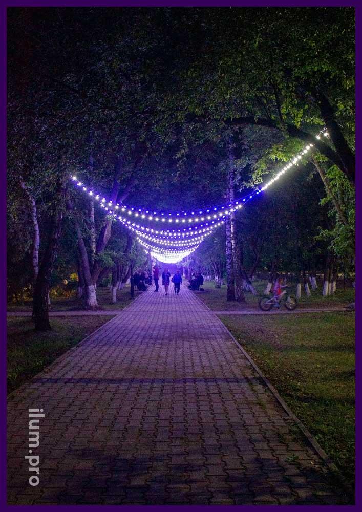 Украшение пешеходной дорожки светодиодными гирляндами белтлайт с крупными лампочками