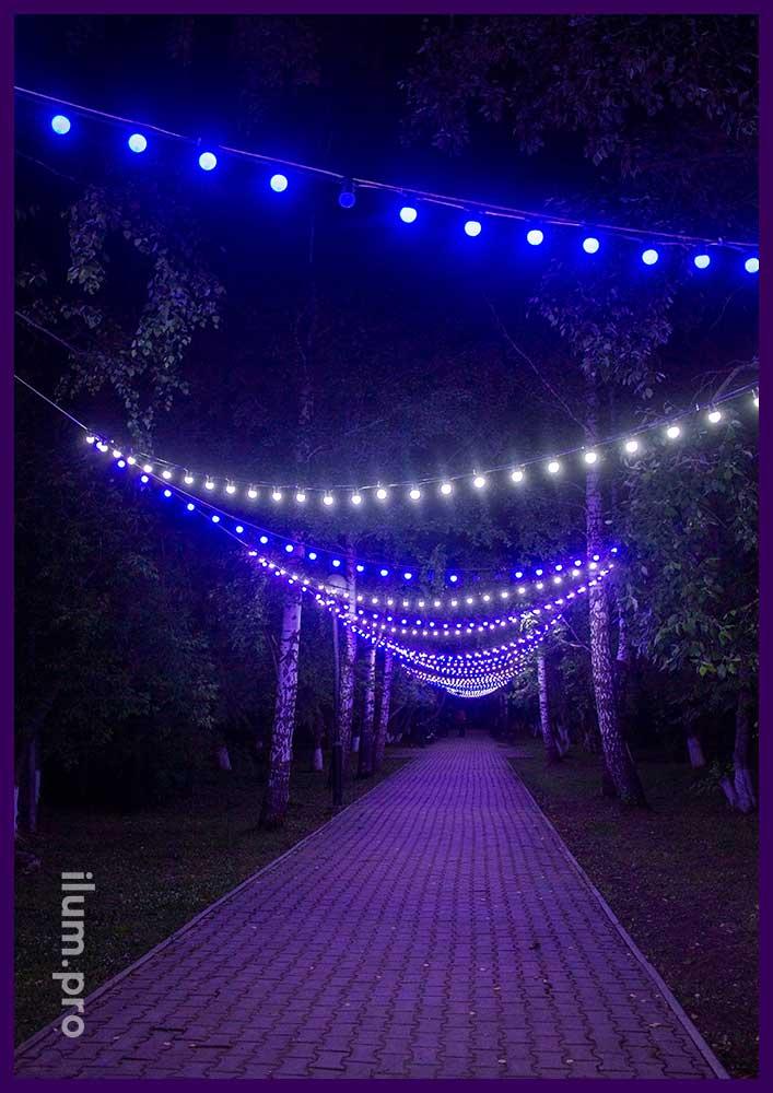 Светодиодные гирлянды белтлайт с крупными лампочками над дорожкой