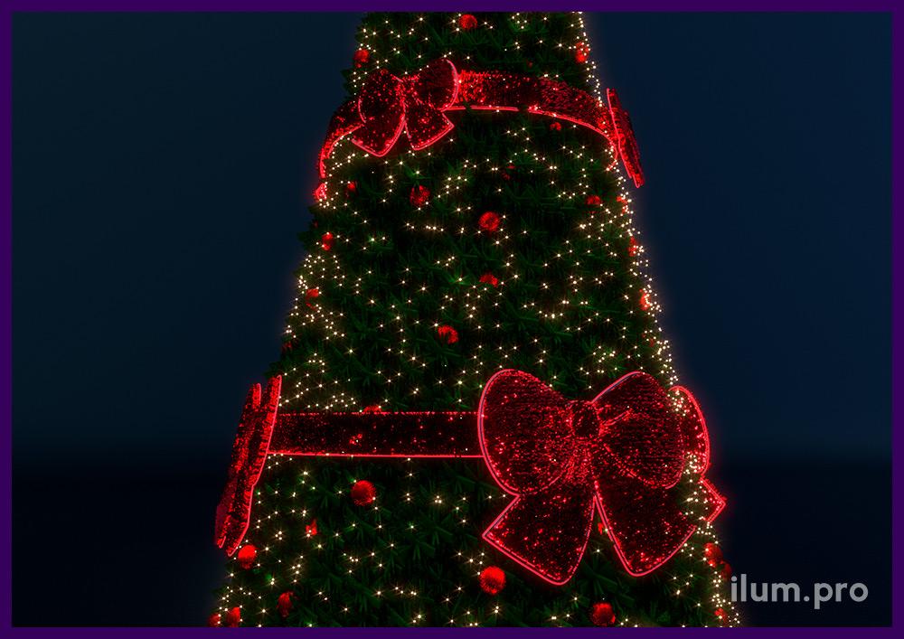 Красные бантики для украшения уличной ёлки с подсветкой
