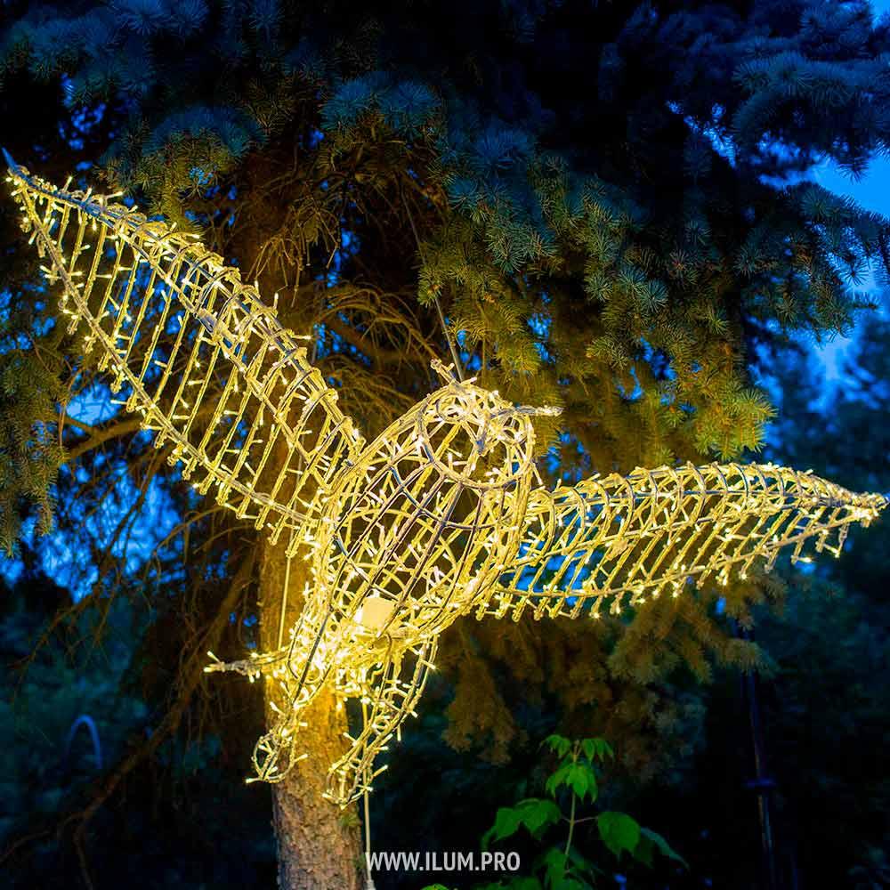 Украшение парка светящимися фигурами животных и птиц с гирляндами