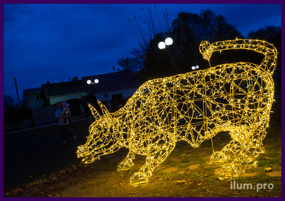 Фигура быка металлическая со светодиодной иллюминацией из гирлянд тёплых оттенков
