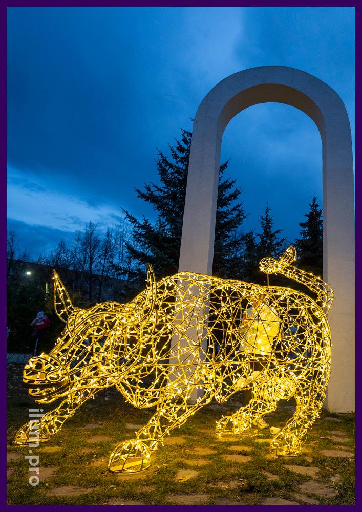 Фигура в форме быка из алюминиевого прутка и светодиодной иллюминации на Новый год