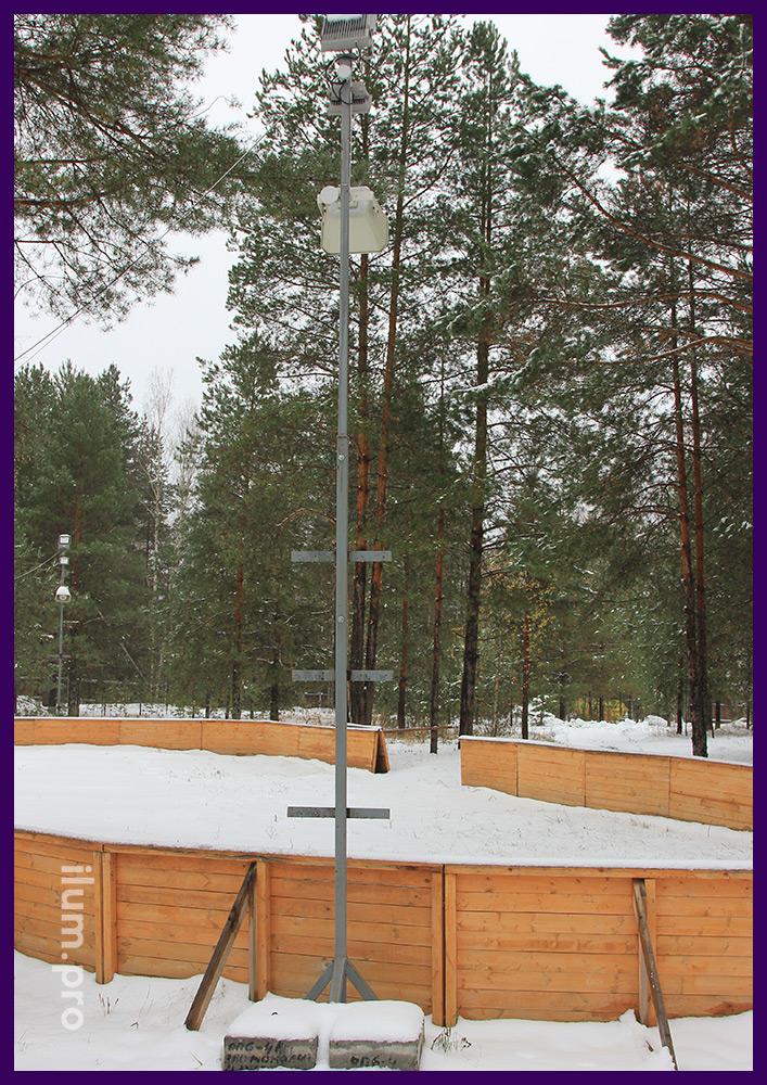 Установка металлических опор для прожекторов RGB на катке в парке