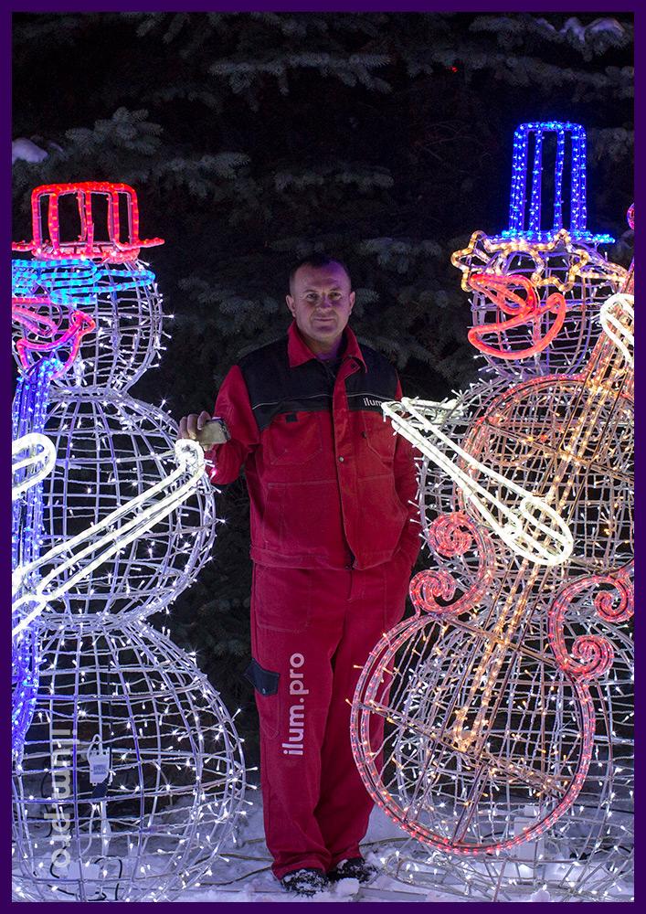 Установка новогодних фигур с подсветкой гирляндами на металлическом каркасе с герметичными гирляндами