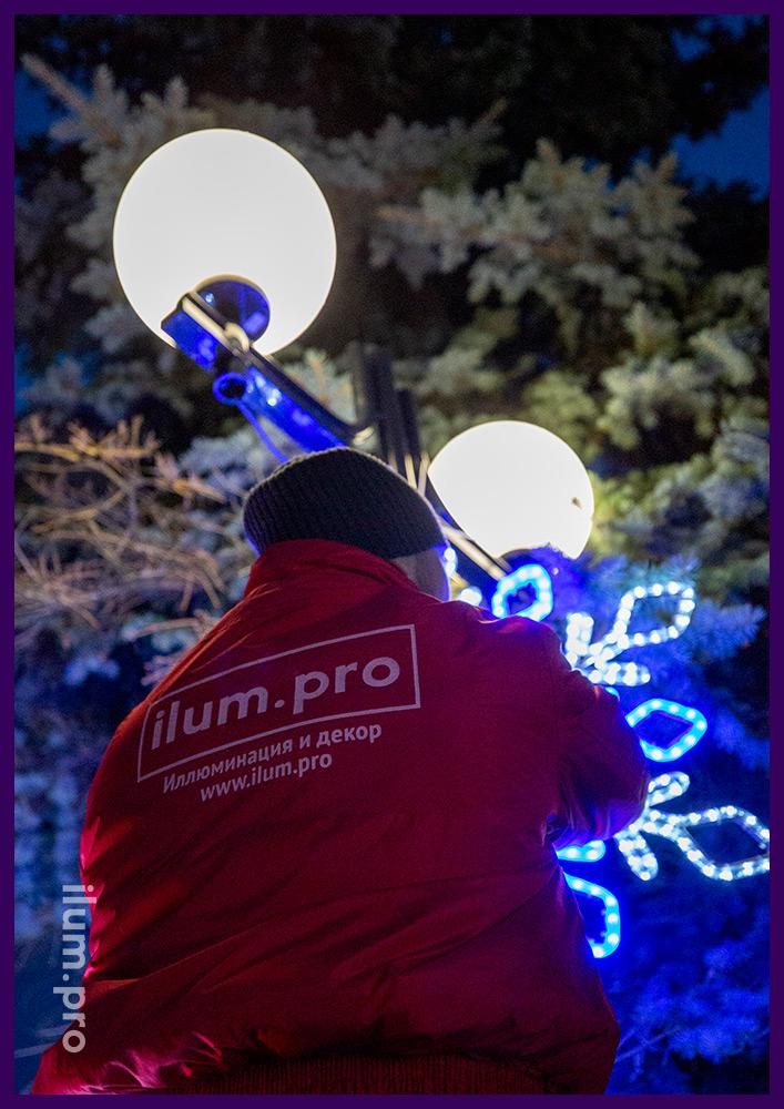 Монтаж светодиодной иллюминации для украшения города на Новый год