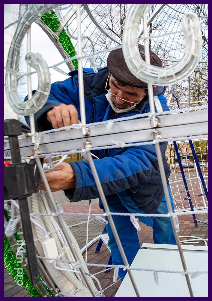 Монтаж электрики на светодиодных фигурах из гирлянд и дюралайта на металлическом каркасе