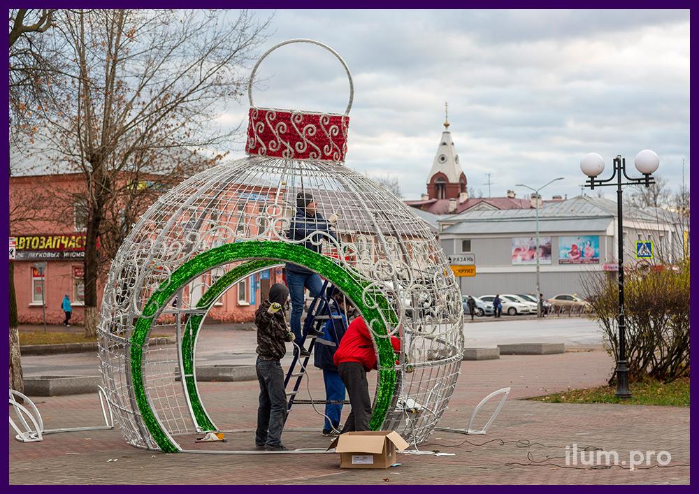 Сборка уличных фигур с подсветкой гирляндами на каркасе из алюминия