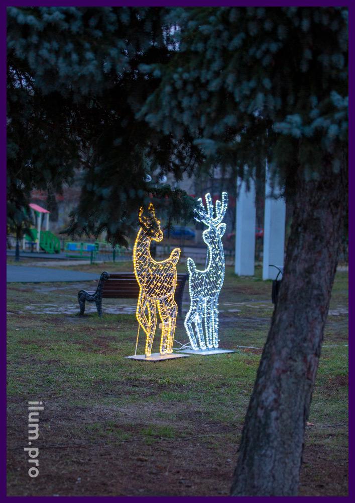 Новогодняя иллюминация для парка в форме оленей с гирляндами