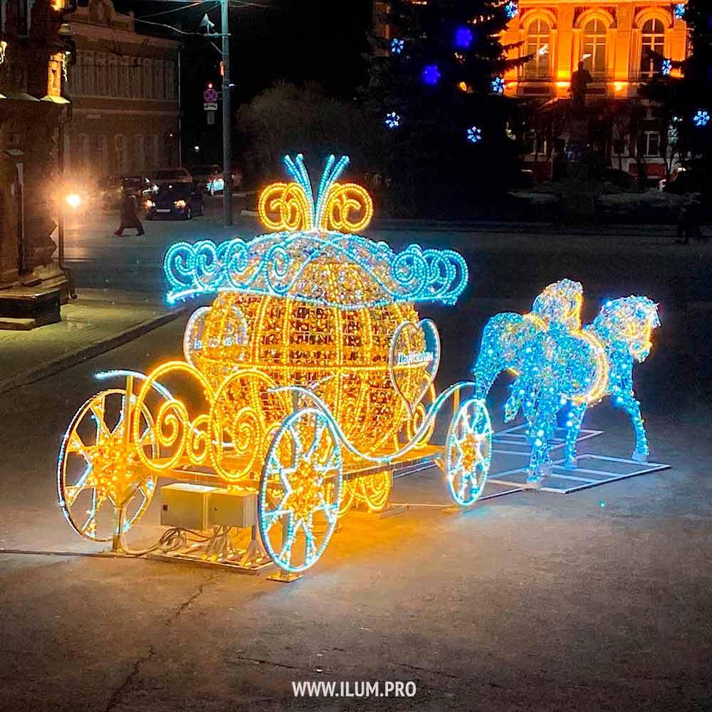 Карета для Золушки с парой белых лошадей из гирлянд во Владимире