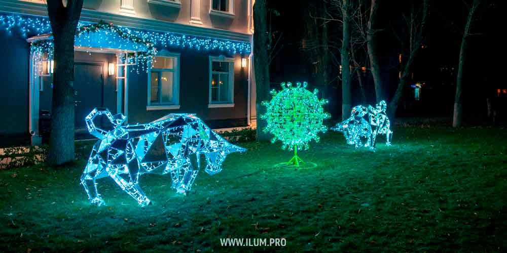 Полигональные быки с подсветкой и коронавирус из гирлянд в Липецке