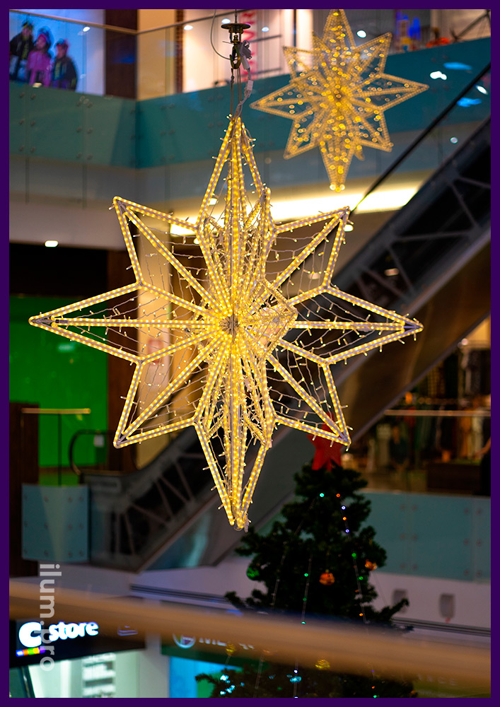 Звёзды светодиодные из алюминиевого прутка с гирляндами и матовым дюралайтом тёплых оттенков