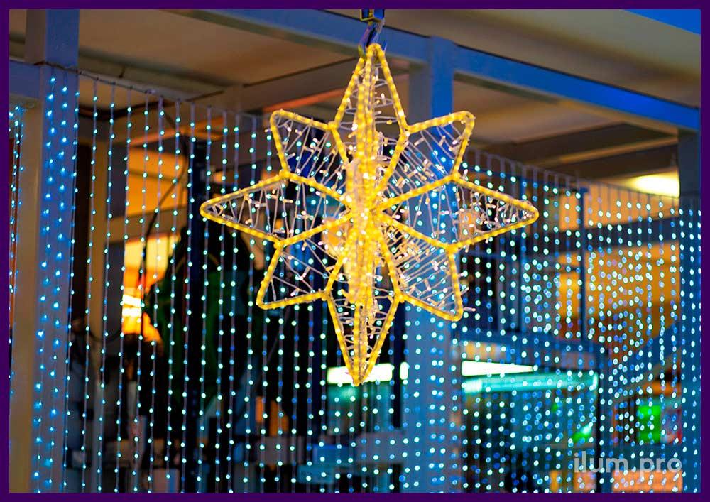 Подвесные украшения для атриума торгового центра со звёздами из дюралайта и гирляндами