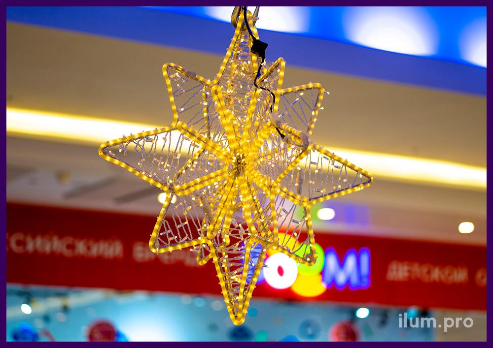 Светодиодные занавесы и гирлянды в форме звёзд - подвесные украшения в ТЦ Солнечный