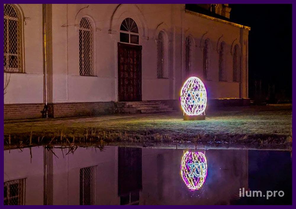 Украшение храма во Владимирской области светодиодными фигурами с надписью ХВ