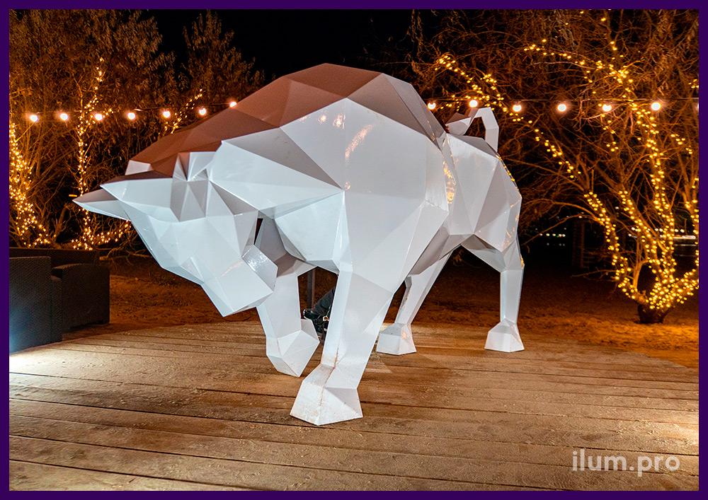 Полигональный бык из стали - металлический арт-объект в Анапе на Новый год