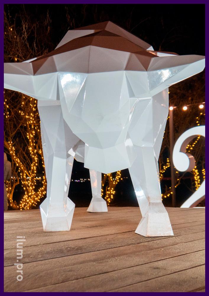 Украшения уличные в форме полигональных животных из крашеного металла в Краснодарском крае