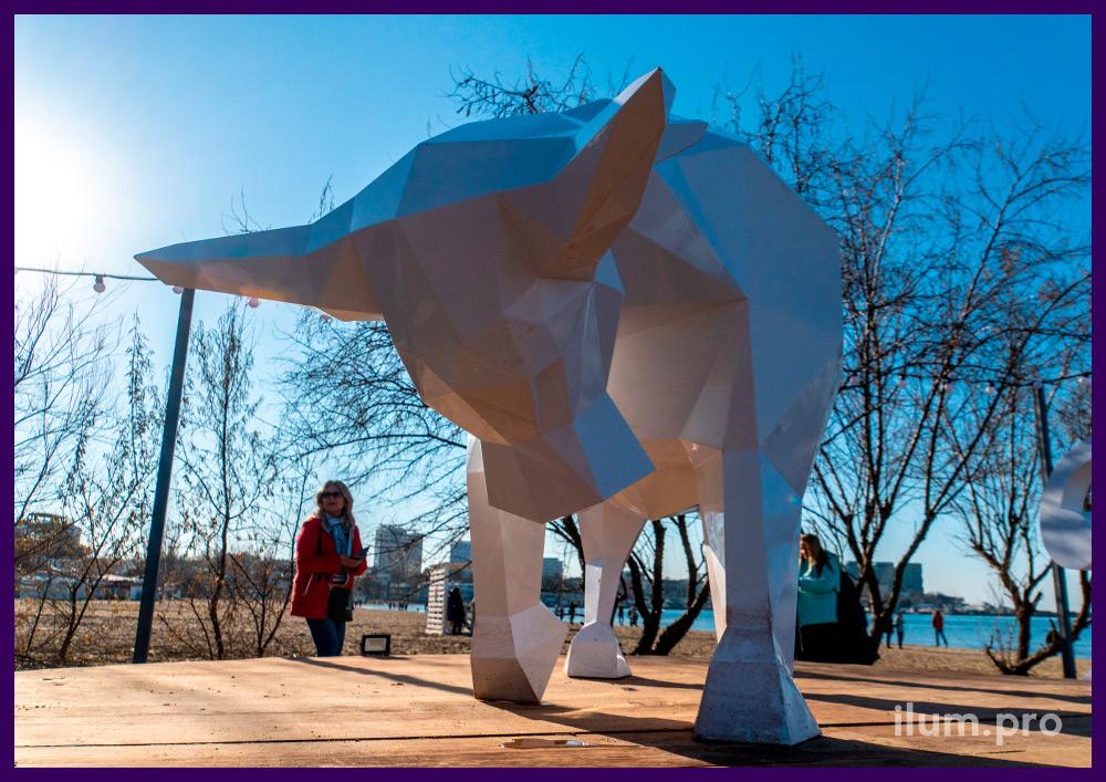 Необычный арт-объект в Анапе в форме быка из листовой стали с окрашиванием