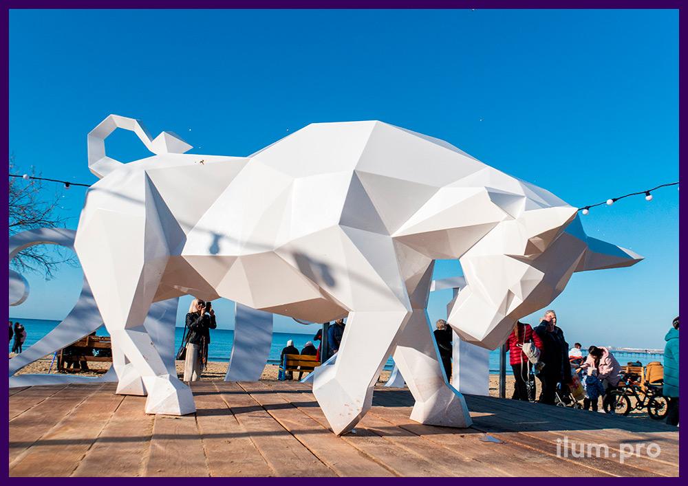 Полигональные скульптуры животных из стали для украшения территории набережной в Анапе