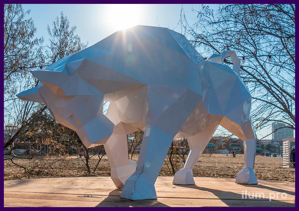 Украшение набережной в Анапе металлическим арт-объектом в форме атакующего быка из стали