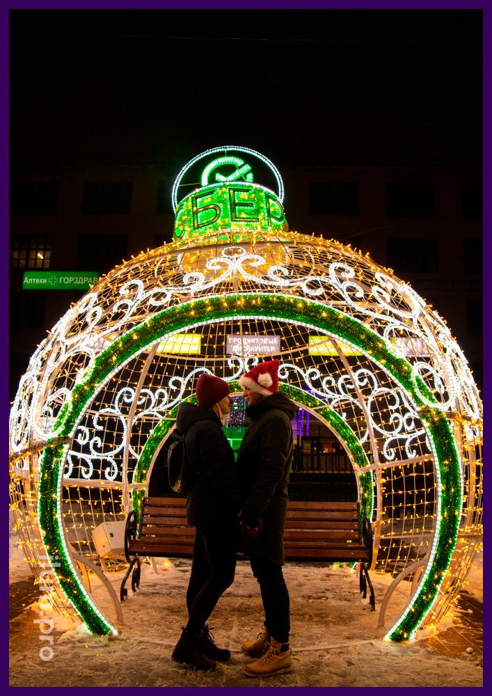 Разноцветный шар из алюминиевого каркаса со светодиодной иллюминацией на Новый год