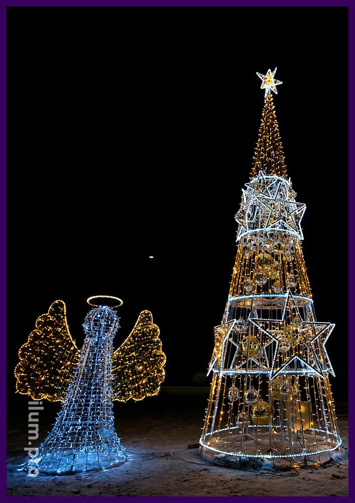 Новогодняя ёлка из гирлянд и дюралайта с золотыми шарами, объёмная фигура ангела с золотыми крыльями