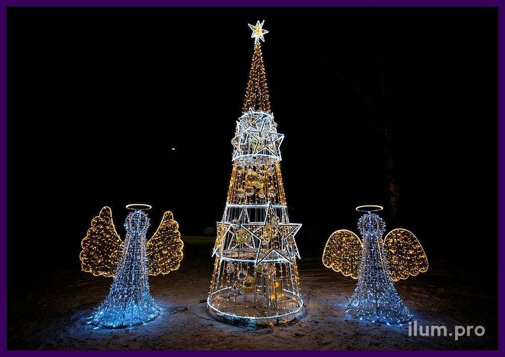 Новогодняя иллюминация в форме ангелов и ёлка с дюралайтом и золотыми шарами