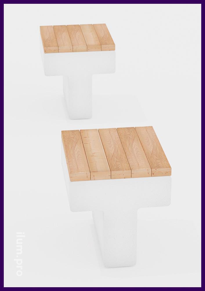 Белая бетонная скамейка с деревянным сиденьем для сада или парка, а также территории ЖК