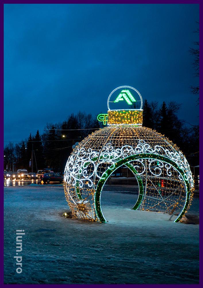 Новогоднее украшение площади светодиодным шаром из гирлянд на алюминиевом каркасе