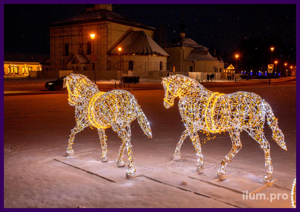 Новогодняя фотозона из гирлянд и алюминиевого каркаса в форме кареты с лошадьми