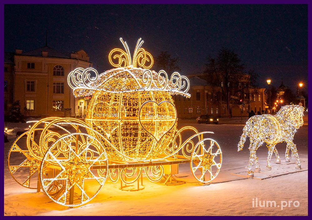 Фотозона из гирлянд и светодиодного дюралайта на каркасе в форме кареты с лошадьми
