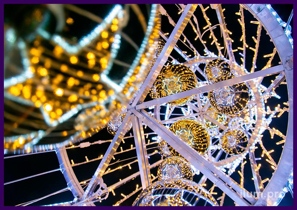 Украшение подмосковного дома светодиодной ёлкой из гирлянд и матового дюралайта на алюминиевом каркасе