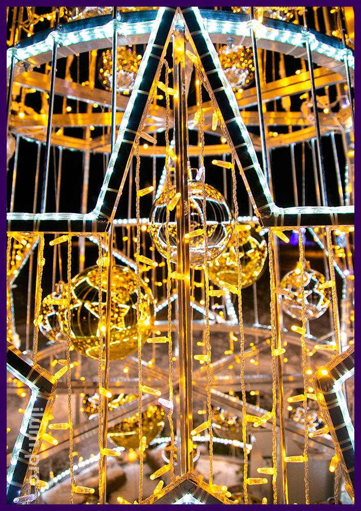 Новогодняя композиция для украшения улицы из звёзд и ёлочных игрушек с гирляндами и световым шнуром