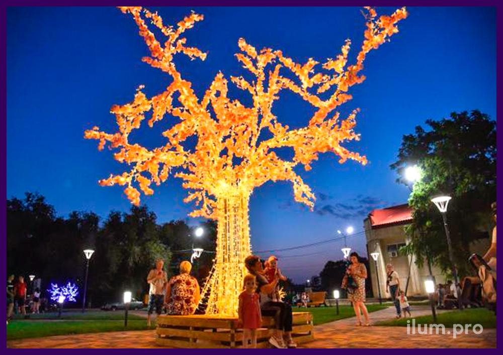 Декор парка в Светлограде металлическими деревьями с гирляндами и цветами сакуры