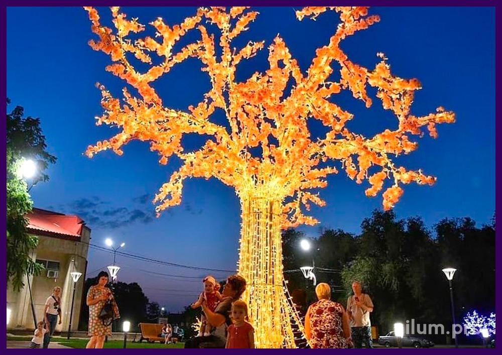Дерево из алюминия и светодиодных гирлянд с розовыми цветами и скамейкой в парке
