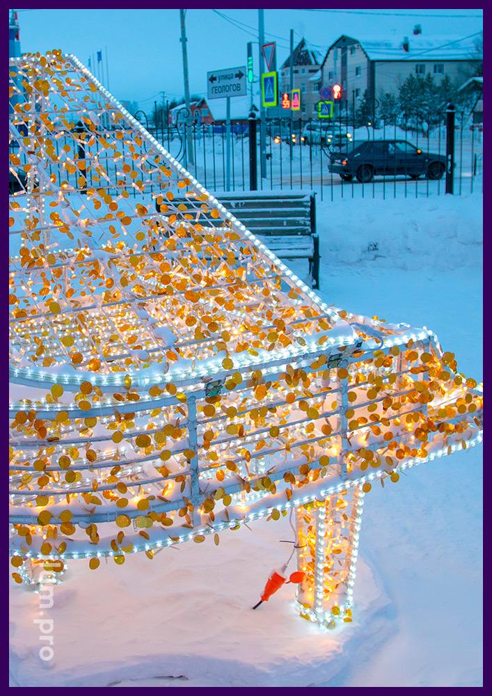 Светодиодный рояль из гирлянд тёпло-белого цвета, золотых блёсток и дюралайта в Тарко-Сале