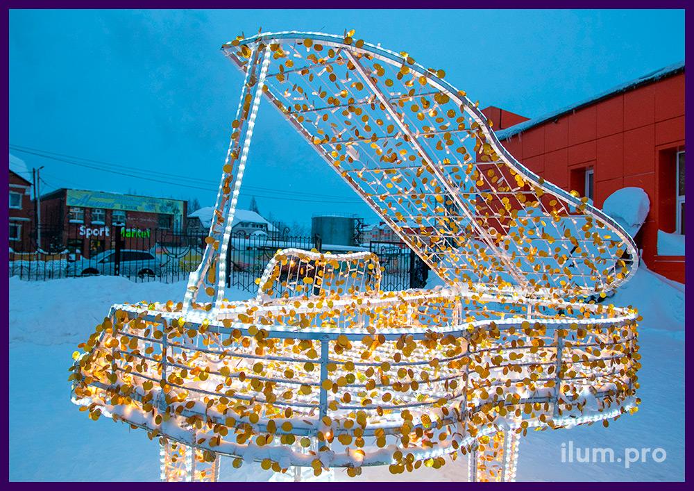 Рояль из алюминиевого каркаса и светодиодных гирлянд рядом с музыкальной школой в ЯНАО