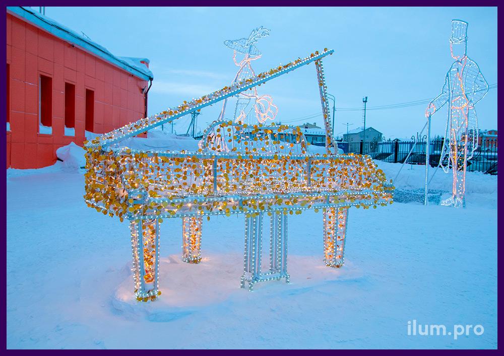 Иллюминация в Тарко-Сале, арт-объект в форме рояля на Новый год