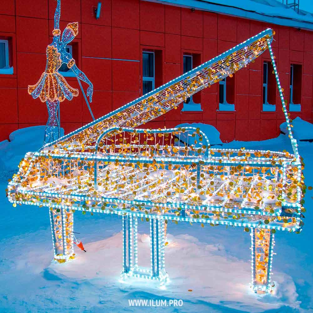 Рояль из светодиодных гирлянд в Тарко-Сале на Новый год