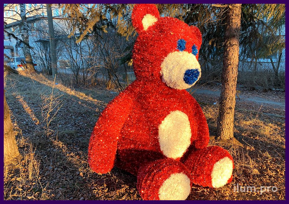 Фигура медведя из мишуры и гирлянд для украшения парков и скверов, а также интерьера
