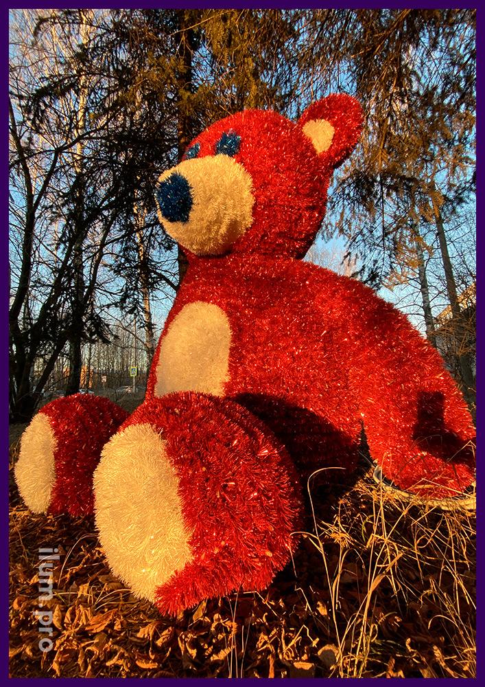 Медведи из мишуры на металлическом каркасе для установки в парке