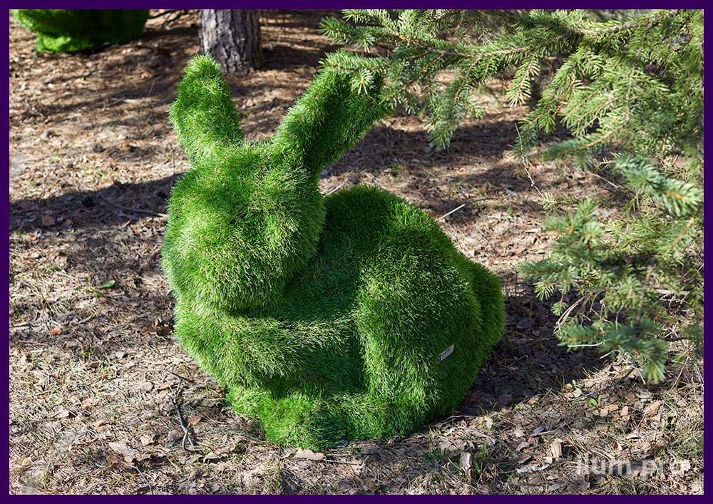 Фигуры ландшафтные в форме кроликов топиари из композита и искусственной травы