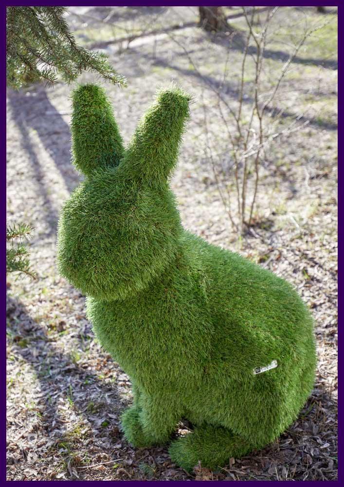 Зайцы топиари из искусственной травы для установки в парках и скверах
