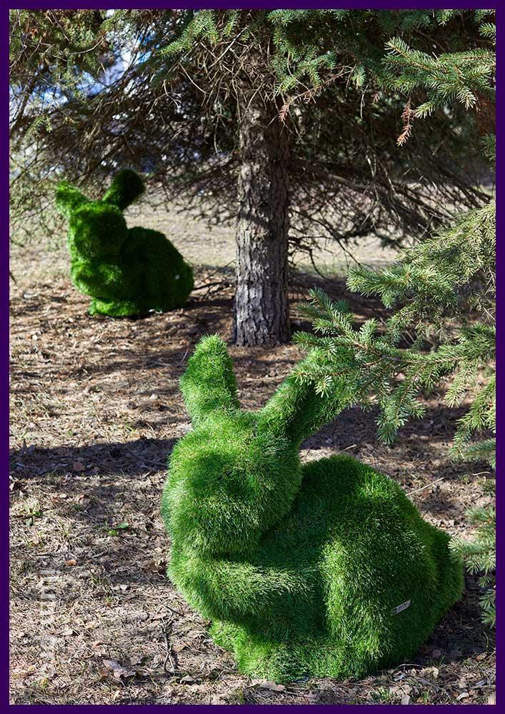 Фигура зайца для сада из искусственной травы на металлическом каркасе