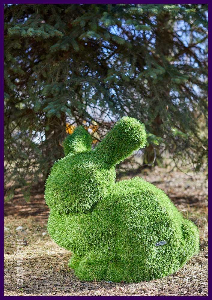 Топиари для сада и парка в форме кролика или зайца с зелёным газоном с УФ защитой