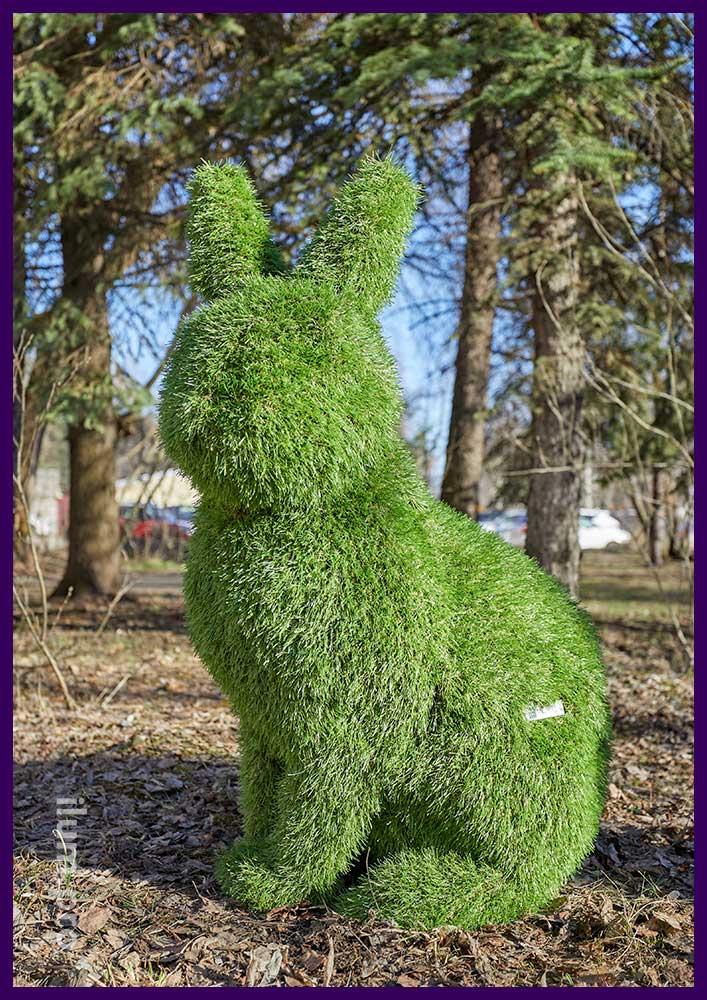 Заяц из искусственной травы - садово-парковая фигура топиари высотой 1 метр