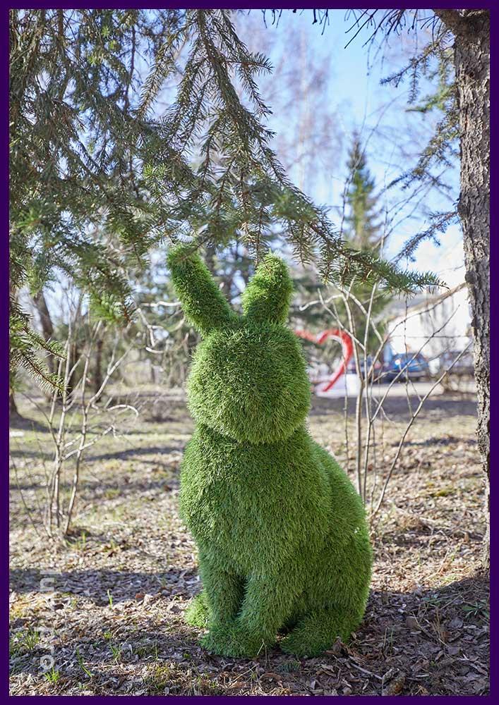 Зелёные фигуры зайцев - животные топиари для украшения ландшафта