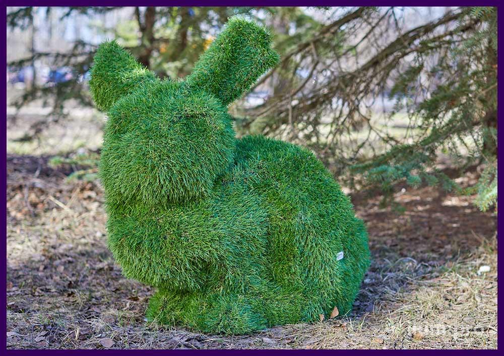 Садово-парковая фигура из искусственной травы в форме кроликов разной формы